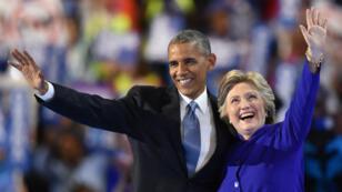 Barack Obama et Hillary Clinton affichent leur complicité devant la foule de la convention démocrate.