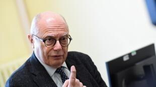 Massimo Galli habla durante una entrevista el 3 de marzo de 2020 en Milán