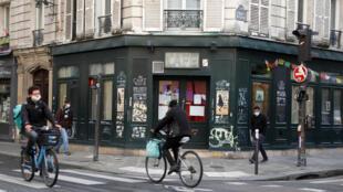 Paris France bar café chat noir