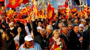 Seguidores del SDSM en concentraciones en el centro de Skopje, muy cerca a otra manifestación de la líder y candidata de la oposición Gordana Siljanovska Dafkova. Skopje, Macedonia del Norte. 20/04/2019.