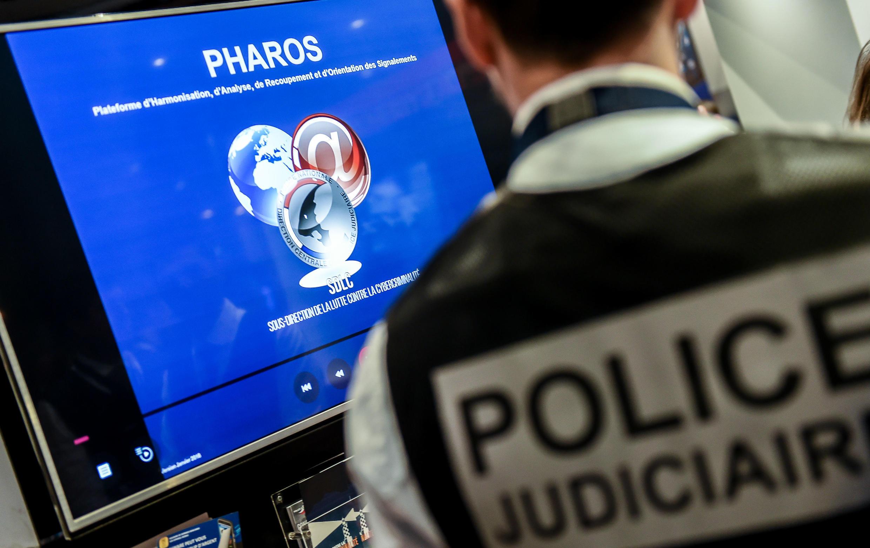 La plate-forme PHAROS (Plateforme d'Harmonisation, d'Analyse, de Recouvrement et d'Orientation des Signalements), qui permet de signaler les contenus et comportements illicites sur Internet.