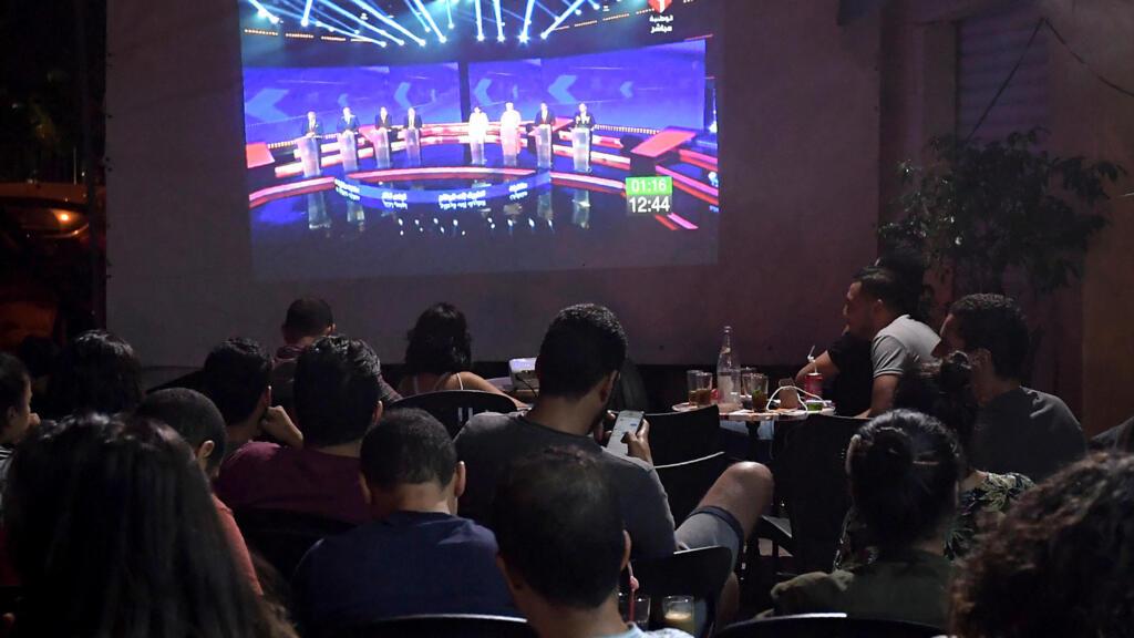 استمرار المناظرات التلفزيونية بين مرشحي الرئاسة في تونس بعد انطلاقها السبت