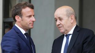 Le président français Emmanuel Macron et son ministre des Affaires étrangères, Jean-Yves LeDrian(illustration).