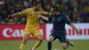 L'ukrainien Yarmolenko face au français Franck Ribéry