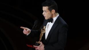 """رامي مالك المتوج بجائزة أوسكار عن أدائه دور فريدي ميركوري في """"بوهيميان رابسودي"""""""
