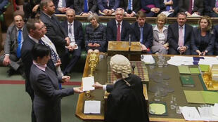 النواب البريطانيون يصوتون على بدء إجراءات بريكسيت في مجلس العموم 8 شباط/فبراير 2017