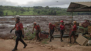 رجال الإنقاذ أثناء تدخلهم