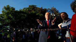 El presidente de los Estados Unidos, Donald Trump, reacciona mientras habla con los fotógrafos durante el evento anual de picnic del Congreso en el césped sur de la Casa Blanca en Washington, Estados Unidos, el 21 de junio de 2019.