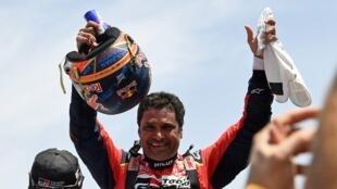Nasser al-Attiyah célèbre sa victoire, jeudi 17 janvier 2019 à Lima.
