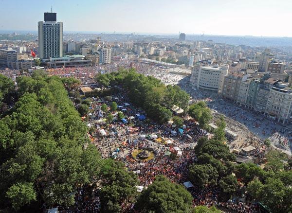 Vue du parc Gézi et de la place Taksim durant les manifestations