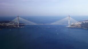 Photo aérienne du pont Yavuz Sultan Selim prise le 6 mars 2016