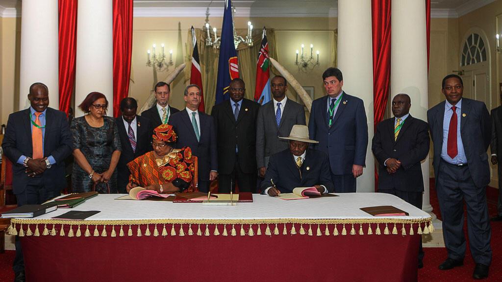 La signature de l'accord, jeudi, au Kenya