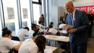 Le ministre de l'Éducation nationale Jean-Michel Blanquer dans une école parisienne, le 14 octobre 2019, à l'occasion d'une campagne de l'Association Européenne contre les Leucodystrophies.