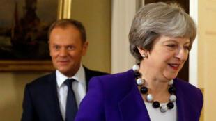 Theresa May le da la espalda a Donald Tusk, presidente del Consejo Europeo, luego de una reunión en 10 Downing Street, Londres, el 1 de marzo de 2018.