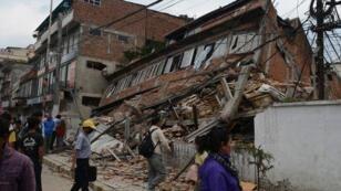 مبنى انهار في كاتماندو بعد الزلزال السبت 25 أبريل 2015