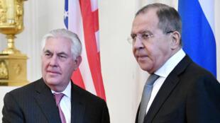 Le chef de la diplomatie américaine, Rex Tillerson, et son homologue russe Sergueï Lavrov, le 12 avril à Moscou.