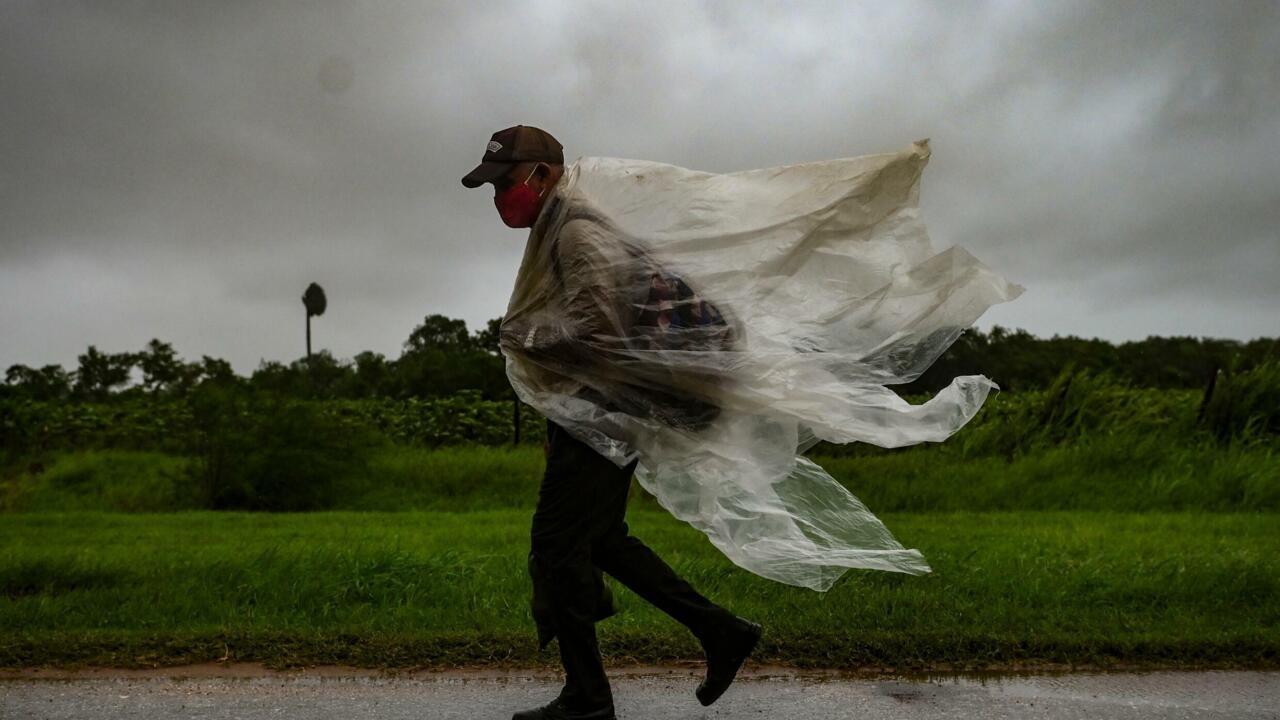 """الساحل الجنوبي الأميركي يستعد لوصول الإعصار إيدا """"الشديد الخطورة"""""""
