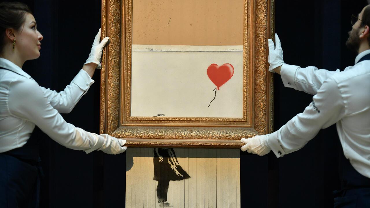 """D'abord baptisé """"Girl with Balloon"""", la toile de Banksy a été renommée ''Love is in the bin"""" après son autodestruction partielle."""