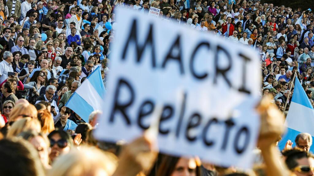 Partidarios del presidente de Argentina, Mauricio Macri, asisten a un acto de campaña en Buenos Aires, Argentina, el 28 de septiembre de 2019.