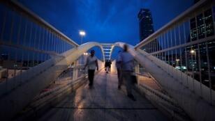 صورة أرشيفية لأحد الجسور بمدينة المنامة بالبحرين