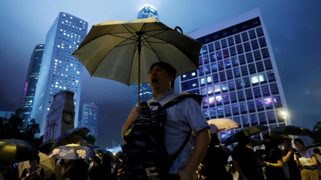 Funcionarios públicos asisten a una manifestación contra el Gobierno hongkonés, al que exigen más garantías de libertad y democracia. Hong Kong, China, el 2 de agosto de 2019.