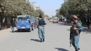 Contrôle des véhicules par la police afghane, à Kunduz, le 3 octobre 2016.