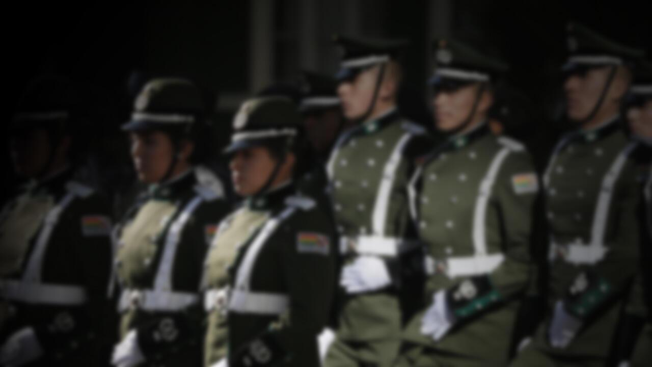 Oficiales de policía de Bolivia participan en una ceremonia en La Paz, Bolivia, el 29 de abril de 2019.