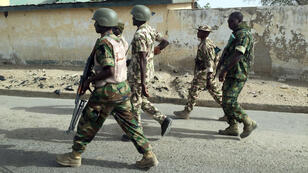 Des soldats nigérians dans la ville de Goniri débarrassée des islamistes de Boko Haram, le 16 mars 2015.