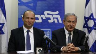 Naftali Bennett et Benjamin Netanyahou lors de la conférence de presse annonçant la formation d'une coalition à la Knesset, mercredi 6 mai.