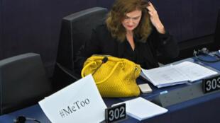 Le hashtag #MeToo a gagné les bancs du Parlement européen mercredi 25 octobre 2017 lors d'un débat sur la lutte contre le harcèlement et les violences sexuelles.