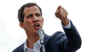 """El presidente de la Asamblea Nacional, Juan Guaidó, durante una jornada de protestas opositoras al Gobierno de Nicolás Maduro en la que se autoproclamó """"presidente encargado de Venezuela"""". Caracas, Venezuela, el 23 de enero de 2018."""
