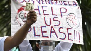Enfermeros protestan en Caracas el 9 de febrero de 2020 en reclamo de mejores salarios y recursos pa atender a los pacientes de covid