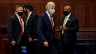 Democratic US presidential candidate Joe Biden arrives with Secret Service agents to speak at an event in Philadelphia, Pennsylvania on June 2, 2020.