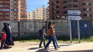 Dans les rues, les femmes voilées côtoient les non-voilées