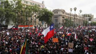 أكثر من مليون متظاهر خرجوا في العاصمة سانتياغو ومدن أخرى احتجاج على التفاوت الاجتماعي. 25 أكتوبر/ تشرين الأول.