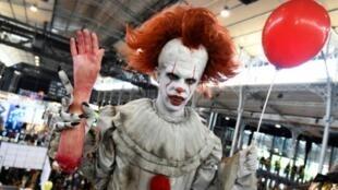 """Bouh! Pennywise, le clown maléfique de """"Ça"""", accueille le public au Comic-Con de San Diego, en 2017"""