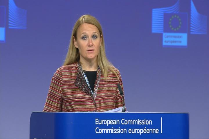 Maja Kocijancic, vocera de Federica Mogherini, alta representante de la Unión Europea para Asuntos Exteriores, habla en rueda de prensa este lunes 8 de julio en Bruselas, Bélgica