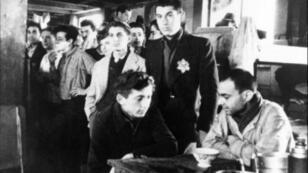 العديد من الأشخاص تم نقلهم من المعسكرات الموجودة في ضواحي باريس إلى معسكرات ألمانيا النازية