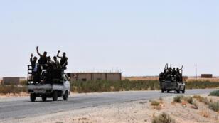 Des membres des forces progouvernemantales près du village de Hanna Safar, en Syrie.