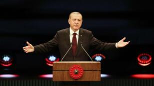 Le président turc, Recep Tayyip Erdogan, prononce un discours depuis le palais présidentiel d'Ankara, le 17 janvier 2017.