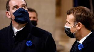Le Premier ministre Jean Castex (g) et le président Emmanuel Macron au Panthéon, lors d'une cérémonie officielle le 11 novembre 2020