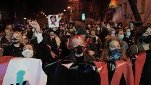 2020-10-22T235205Z_152641353_RC2ZNJ9GF7KP_RTRMADP_3_POLAND-ABORTION-PROTEST (1)