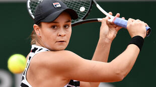 Australia's Ashleigh Barty has withdrawn from her title defence at the French Open