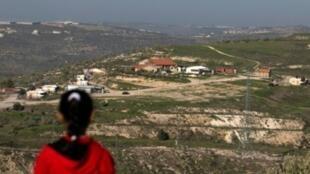 صورة ملتقطة من أطراف مدينة نابلس الفلسطينية تظهر بؤرة حافات جلعاد الاستيطانية بتاريخ 2 شباط/فبراير 2018