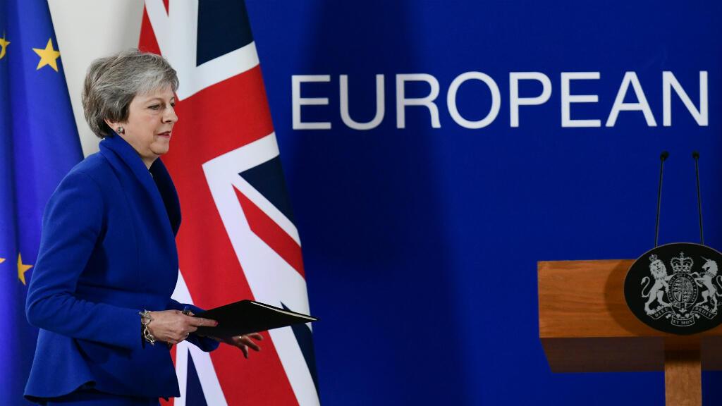 La primera ministra británica, Theresa May, ofrece una conferencia de prensa después de una reunión especial en el Consejo Europeo en el que intenta obtener apoyo para el borrador del acuerdo de retiro del Brexit. Bruselas, Bélgica, el 25 de noviembre de 2018.
