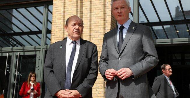 Le ministre des Affaires étrangères, Jean-Yves Le Drian, et le ministre de l'Économie, Bruno Le Maire, à Paris, le 6 avril 2018.