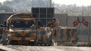 قوات تركية تتمركز خارج مدينة تل أبيض على الحدود السورية. 24 أكتوبر/ تشرين الأول