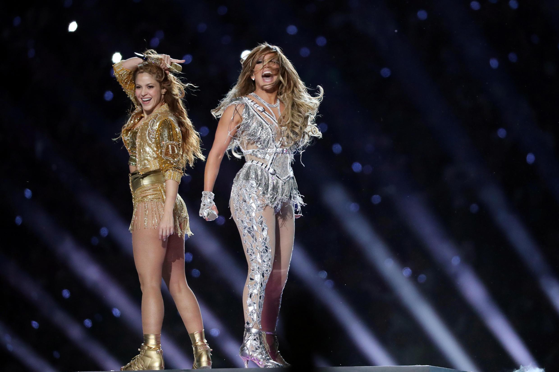Shakira y Jlo durante su show en el entretiempo del Superbowl en Miami, EE. UU., el 2 de febrero de 2020.