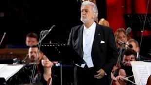 El tenor español Plácido Domingo durante un concierto de gala en la Plaza Roja en Moscú, Rusia, el 13 de junio de 2018.