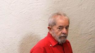 الرئيس البرازيلي السابق لولا دا سيلفا يقبع في السجن منذ أبريل/نيسان بتهمة الفساد